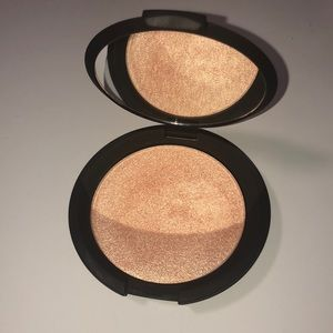Becca Jaclyn Hill champagne pop highlighter